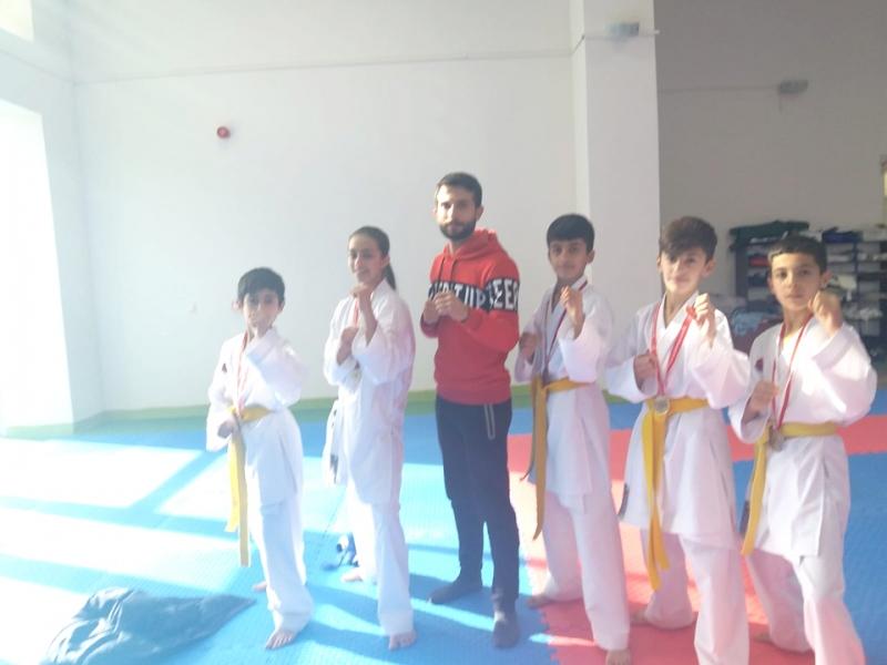 28 Ağustos, Karatede Altın Madalyaları Topladı