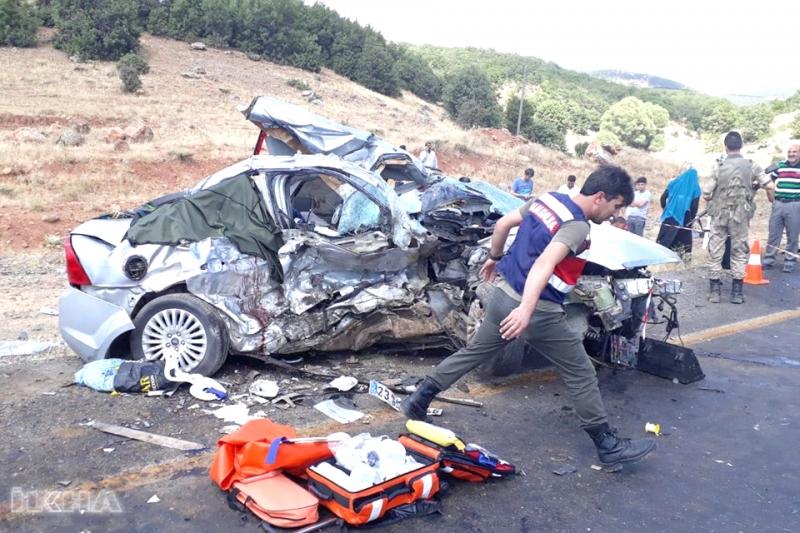 Bayramda Feci Kaza 8 Ölü 6 Yaralı