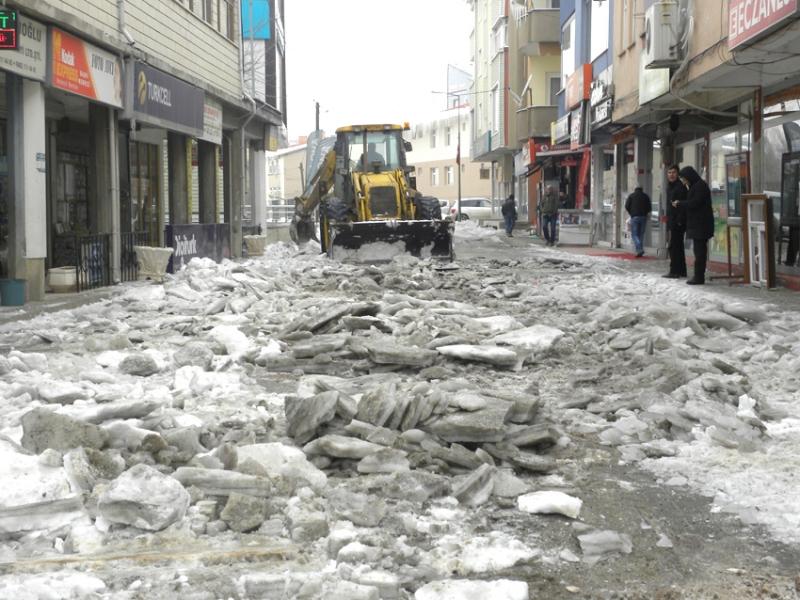 Belediye, Kar ve Buzla Mücadele Çalışması Yaptı