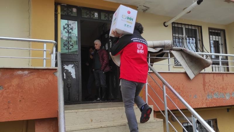 Bingöl İHH'dan, Selzedelere Kumanya Yardımında Bulundu
