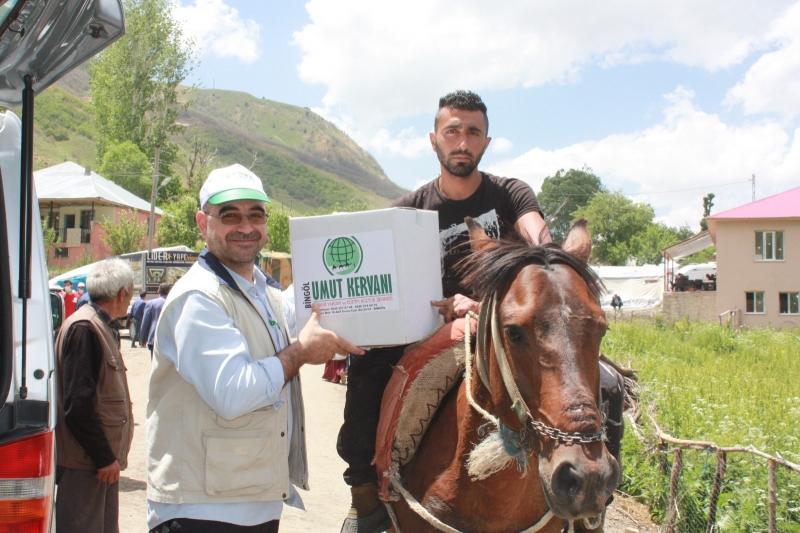 Bingöl Umut Kervanı depremzedelere gıda yardımında bulundu