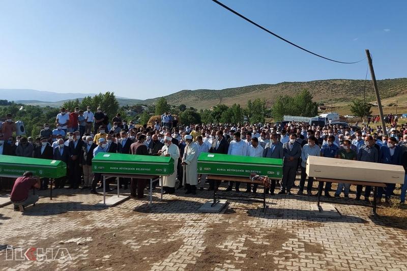 Bursa'daki Selde Hayatını Kaybeden Aile Defnedildi