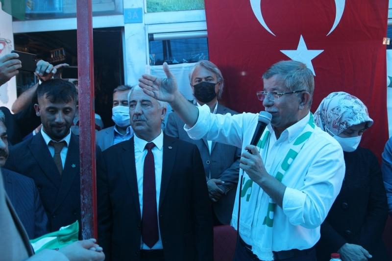 Davutoğlu, Solhan'da Vatandaşlarla Bir Araya Geldi