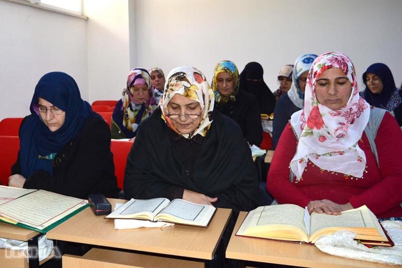 Diyanet'ten Kadınlara Yönelik 'Cuma Dersleri' Programı