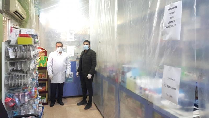 Eczanede Şeffaf Branda ile Koronavirüs Önlemi