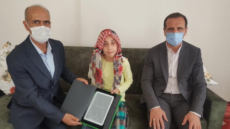 Engelli Öğrenciye Tablet Hediye Edildi