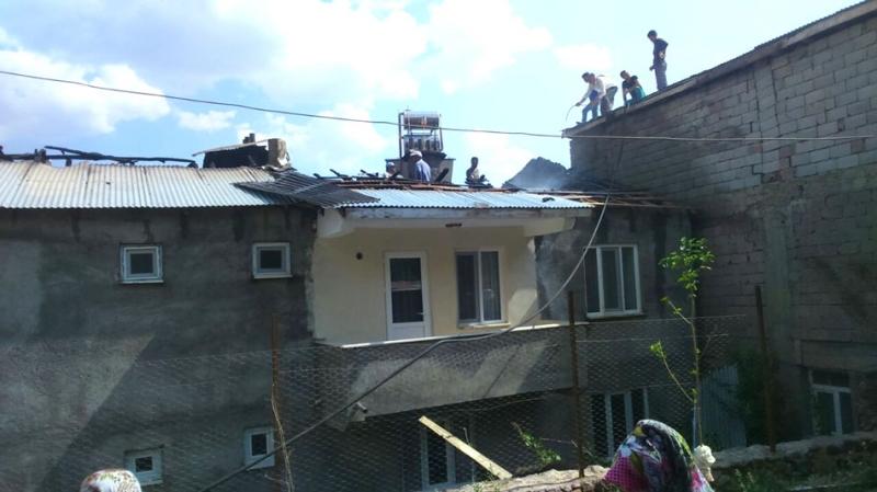 Evde Çıkan Yangın, Mahalleliyi Korkuttu!