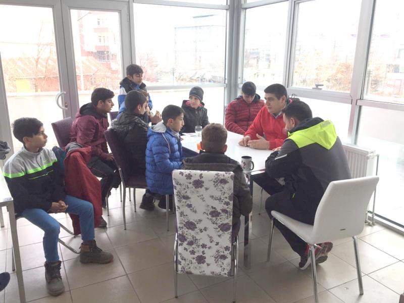 Gençlik Merkezi, Gençlere Spor Faaliyetleri Sunuyor