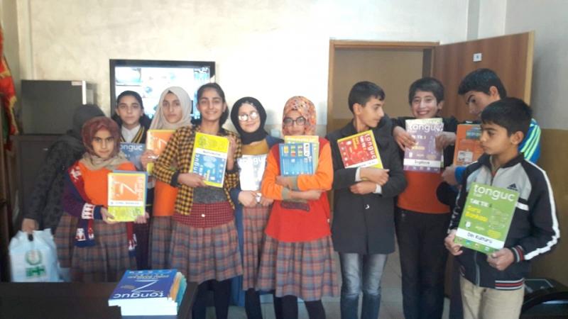 İHH'dan Öğrencilere Yardımcı Kitap Desteği