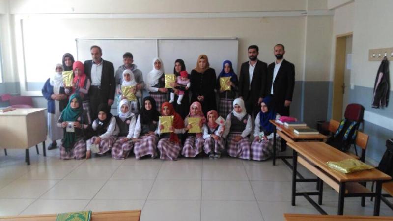 İmam Hatip Öğrencilerine Kur'an Hediye Edildi
