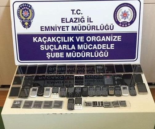 Kaçak cep telefonu operasyonu: 4 gözaltı