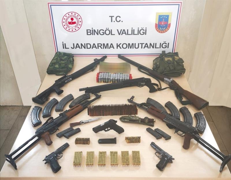 Karlıova'da Çok Sayıda Silah ve Mühimmat Ele Geçirildi