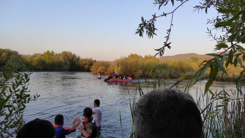 Nehir Yatağına Pikniğe Gidenler Mahsur Kaldı
