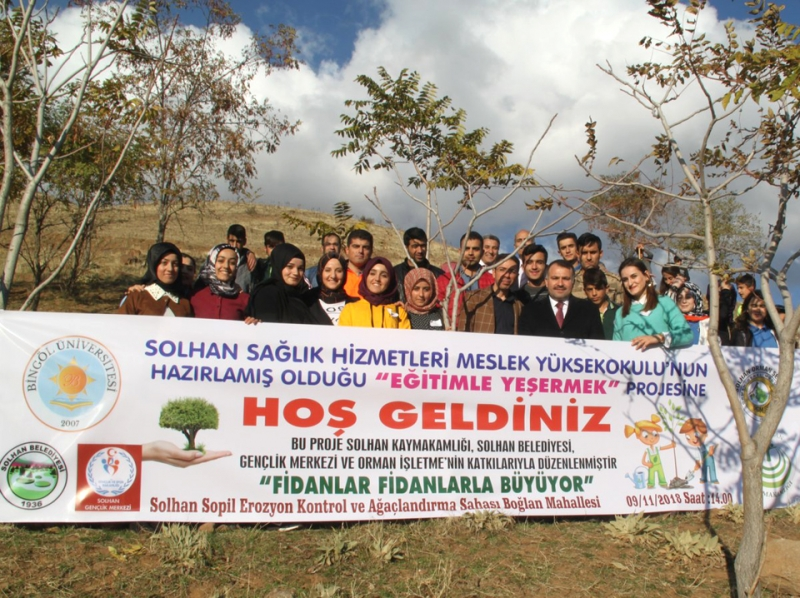 Öğrenciler, 1000 Fidanı Toprakla Buluşturdu