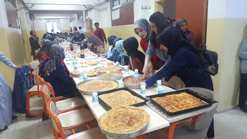 Öğrencilerden, Yatılı Öğrencilere İftar Yemeği
