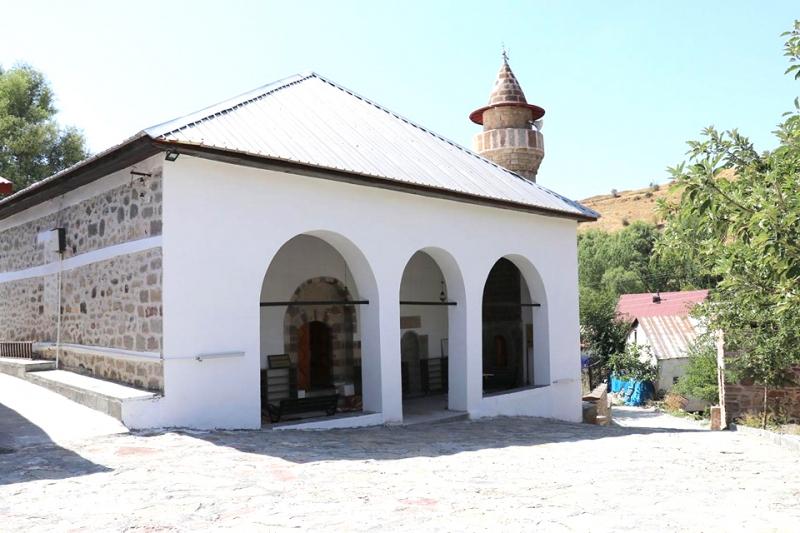 Restorasyonu Biten 600 Yıllık Cami İbadete Açıldı