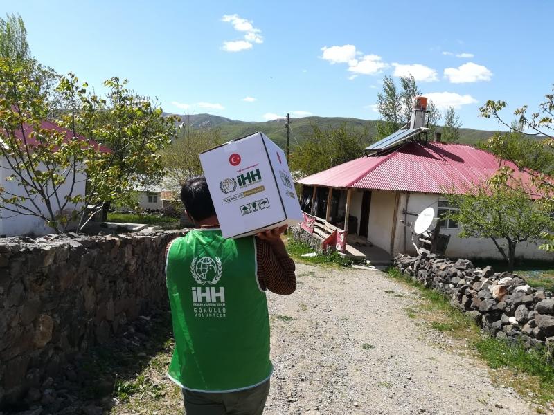 Solhan İHH'dan 200 Aileye Gıda Yardımı