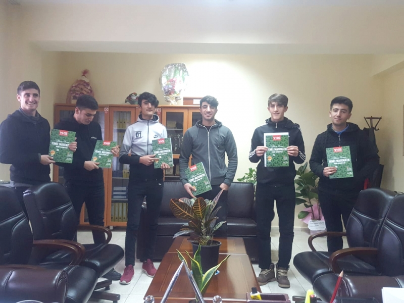 Solhan İHH'dan Öğrencilere Kitap