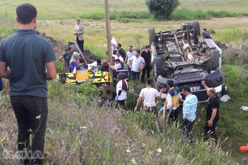 Solhan Minibüsü Devrildi: 14 Yaralı