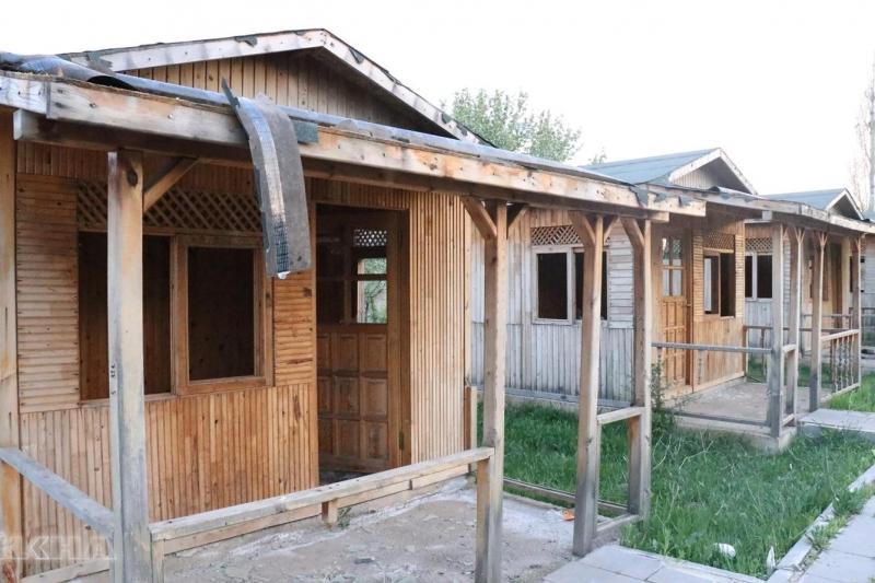 """Solhan'daki """"Hanımeli Köy Pazarı"""" Çürümeye Terk Edildi"""