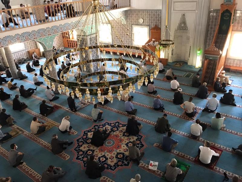 Solhanlılar Camide Cuma Namazının Sevincini Yaşadı