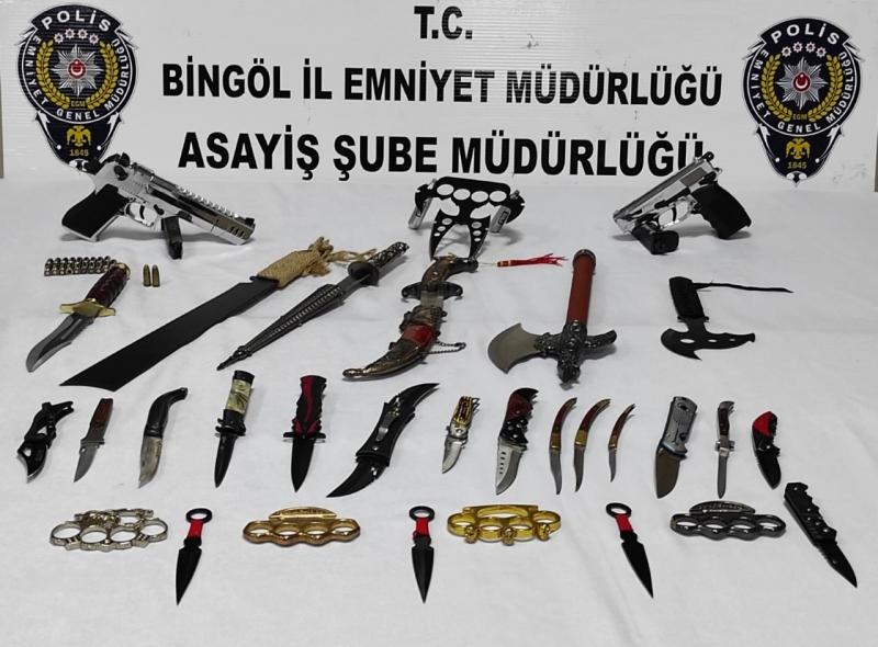 Şüpheli Şahıs, 'Bıçak Koleksiyonu' ile Yakalandı
