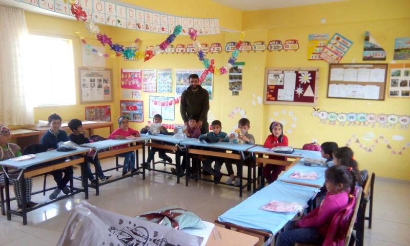 Tavz-Der'den Giyim ve Kırtasiye Yardımı