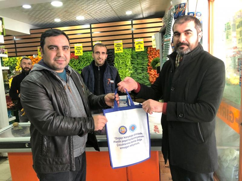 Ticaret ve Sanayi Odası, Solhan'da Bez Çanta Dağıttı