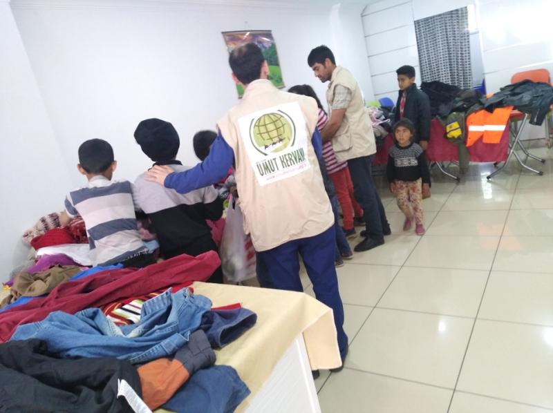 Umut Kervanı'ndan Giyim Yardımı
