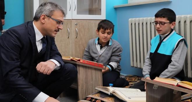 Vali Ekinci, Öğrencilerden Kur'an-ı Kerim Tilaveti Dinledi