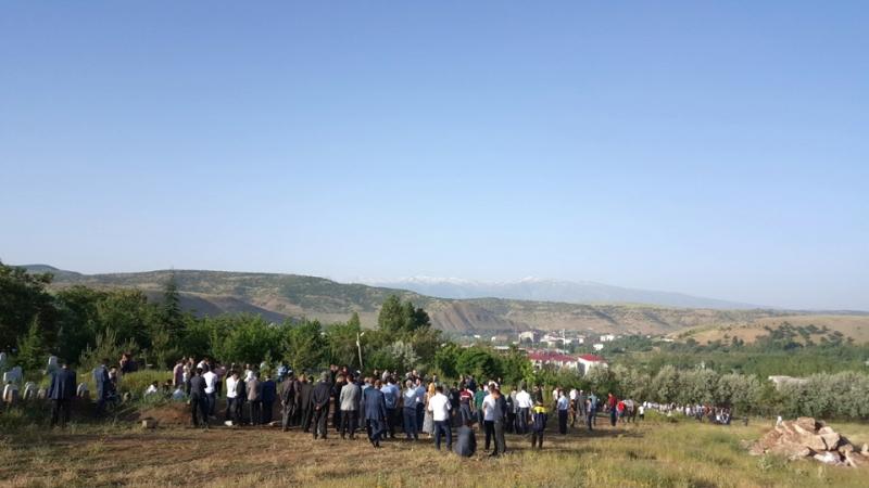 Vatandaşlar, Bayramda Mezarlıklara Akın Etti